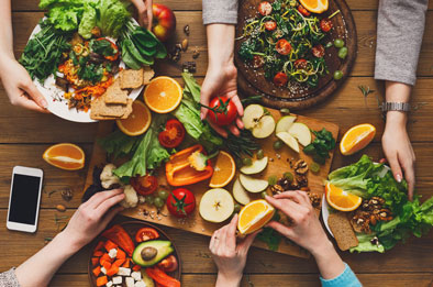 Healthy-vegan-eating-with-friends